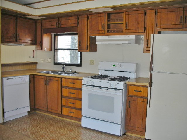 Kitchen photo at 104 Driftwood Drive.