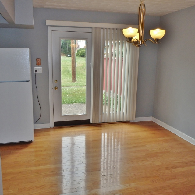 Dining area photo of the 3 bedroom townhouse for rent at 1131-D W. Aaron Drive in State College PA