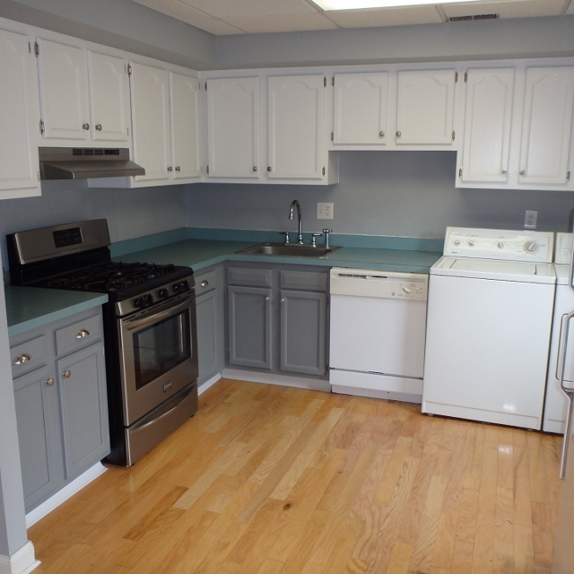 Kitchen photo of the 3 bedroom townhouse for rent at 1131-D W. Aaron Drive in State College PA