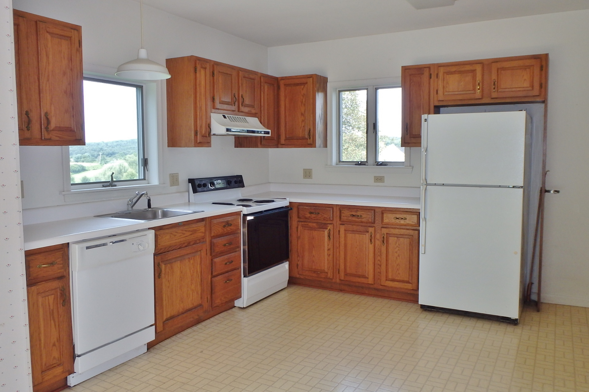 Kitchen photo of 158 W. Ridge Lane