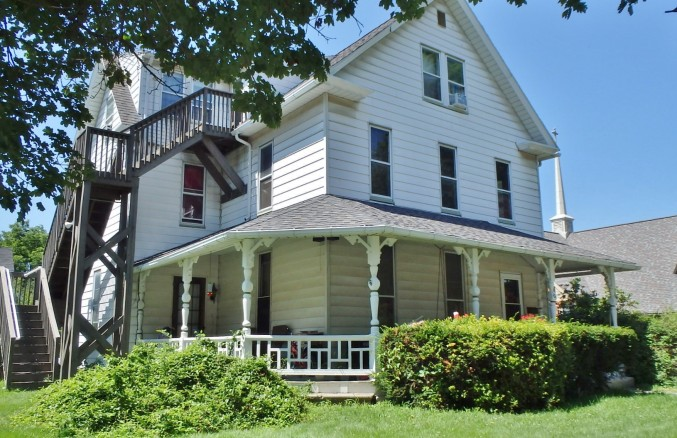 Featured photo of the 6-bedroom house for rent at 103 E. Park Avenue, State College PA.