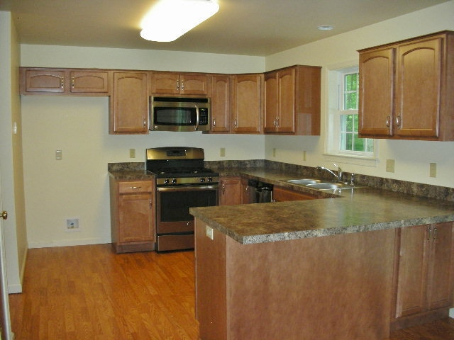 Kitchen photo of the 4-bedroom house for rent at 1840 Park Forest Avenue.