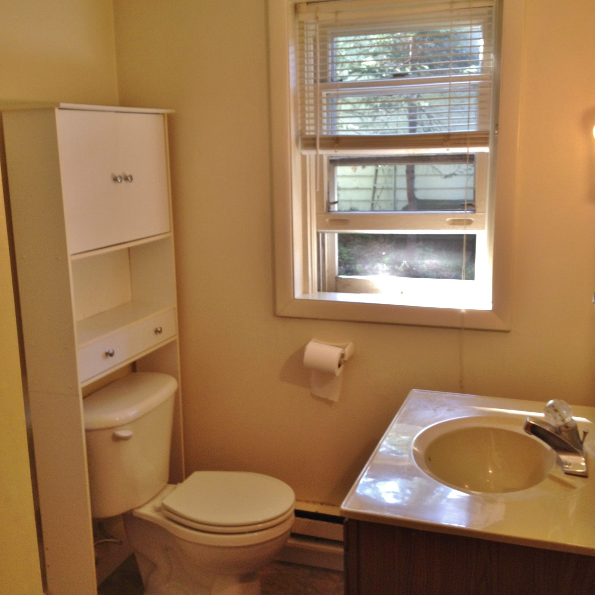 Bathroom photo of the 921 Taylor Street apartment.