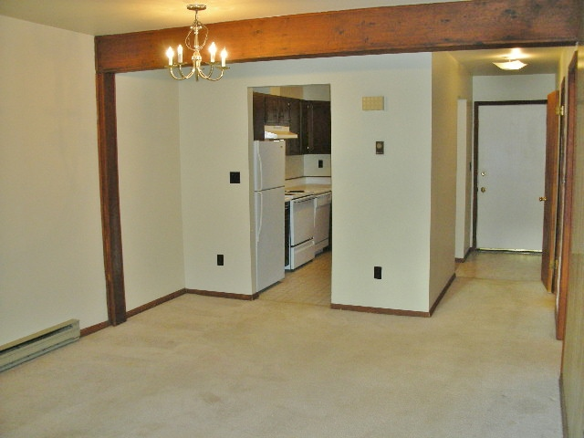 Dining area photo at 724 Southgate Drive.