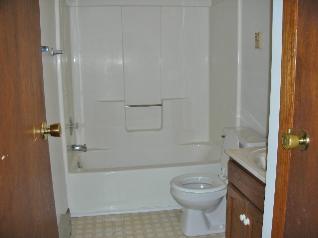 Bathroom at 918-6 Southgate Drive.