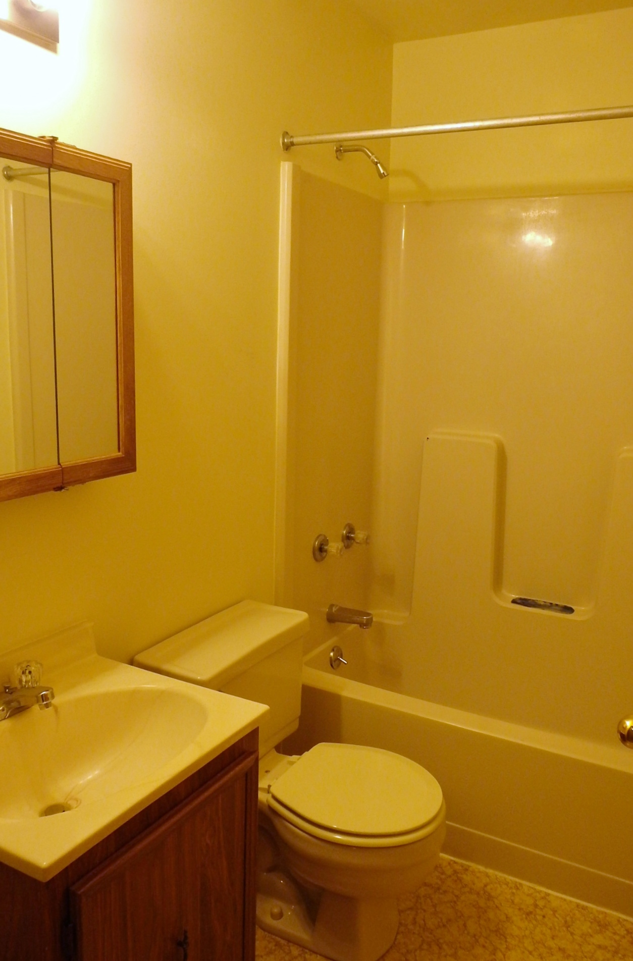 2082 Mary Ellen Lane Townhouse Bathroom