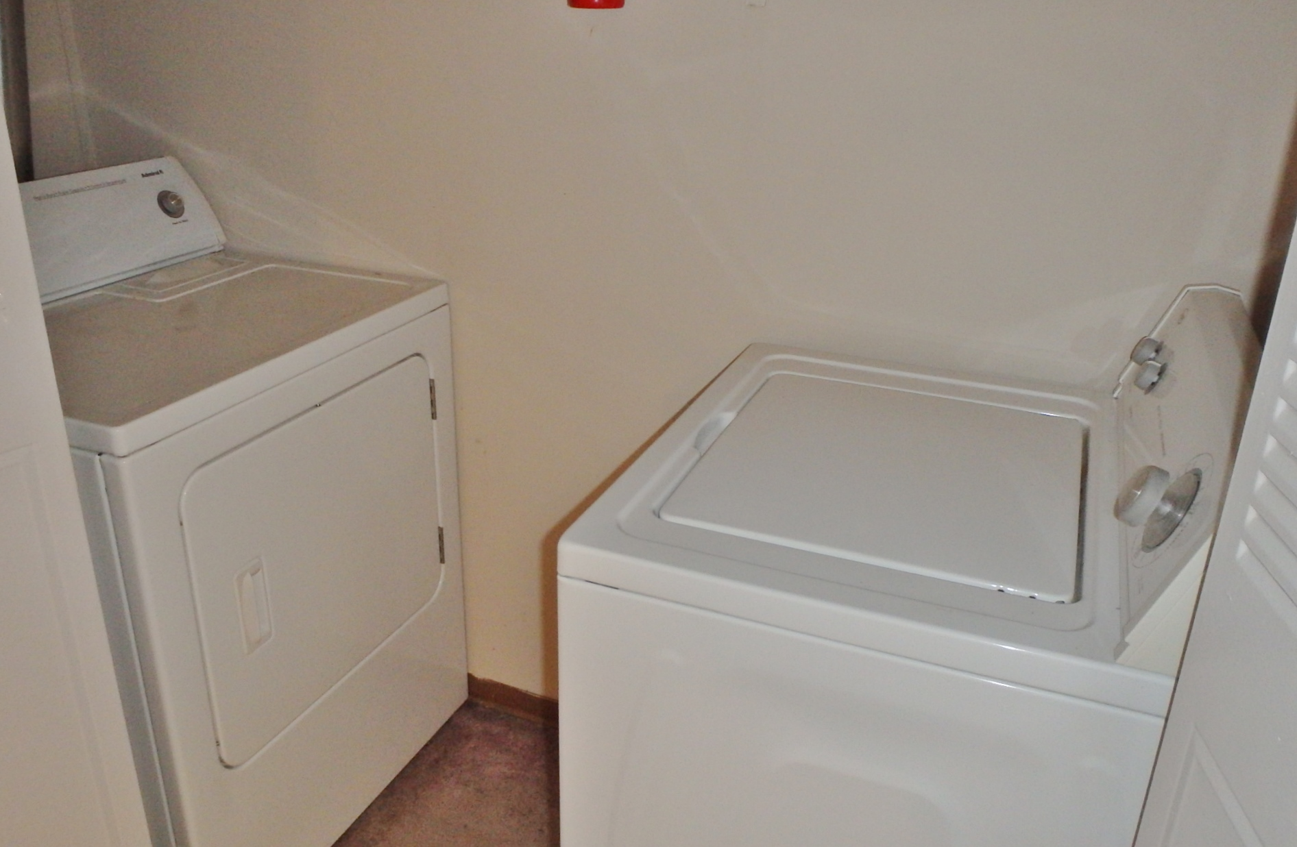 Laundry photo at 1606 Blue Course Drive.