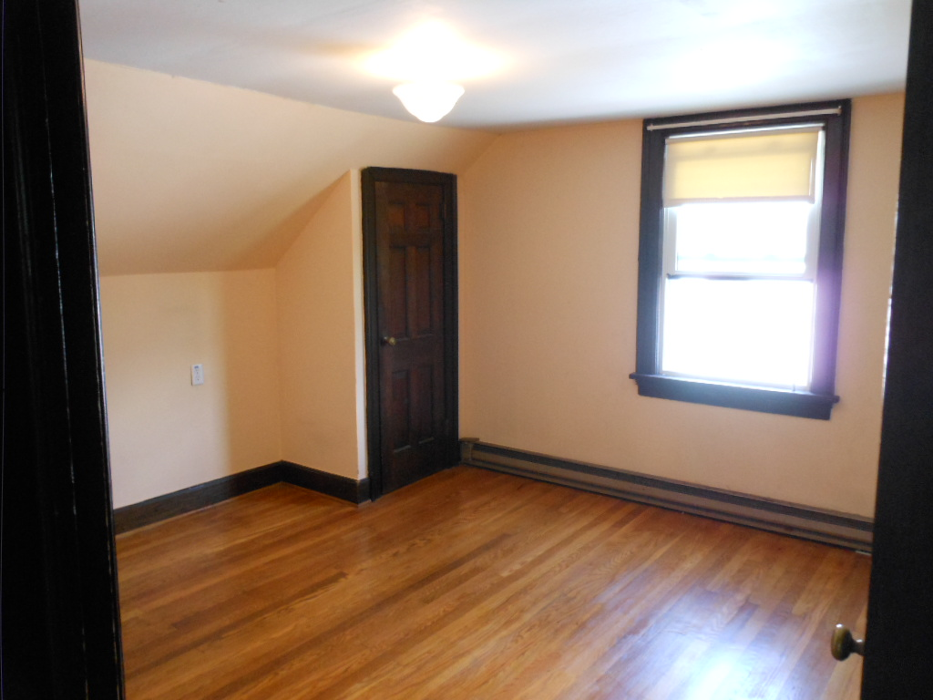 Bedroom photo of the 1-bedroom apartment at 160-A W. Hamilton Avenue, State College, PA