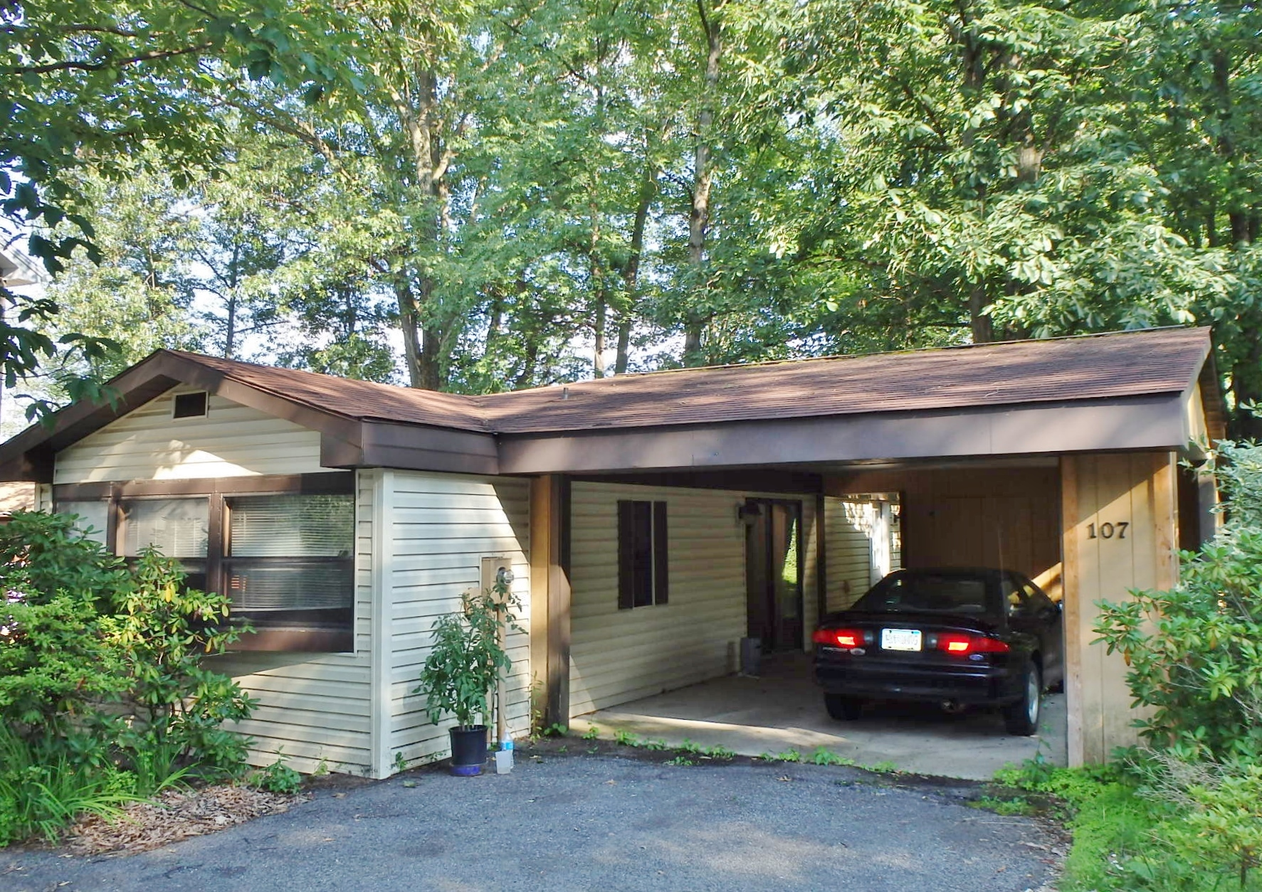 Featured photo of the 2-bedroom house for rent at 107 Driftwood Drive, State College PA.