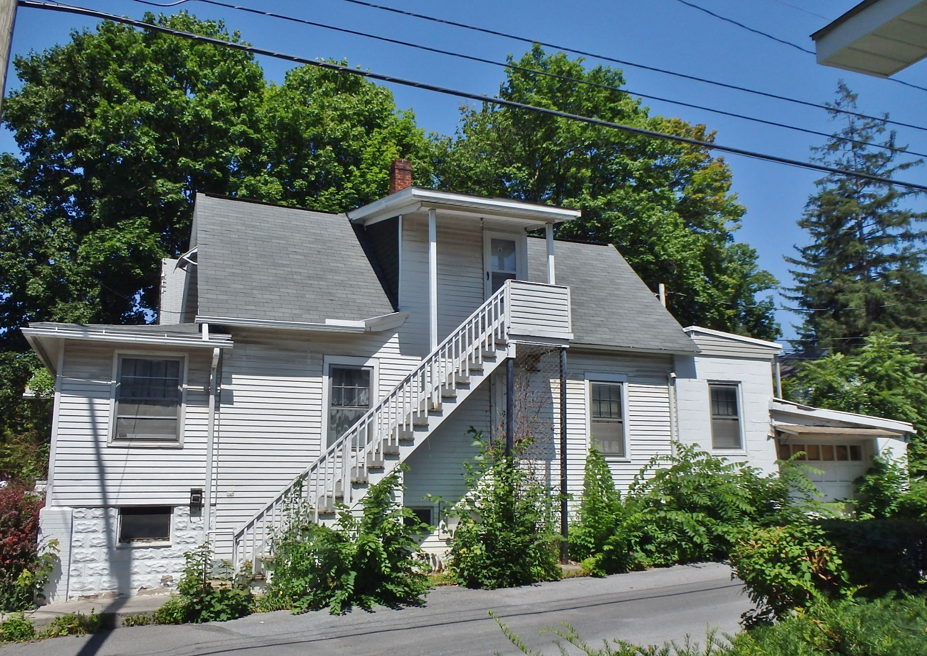Photo of the 1-bedroom apartment for rent at 412-A W. Foster Avenue, State College PA.