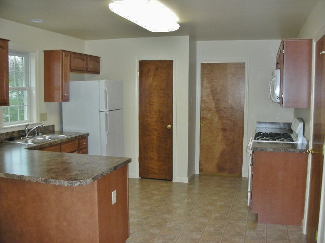 Kitchen photo of the house for rent at 113 McKivison Court.