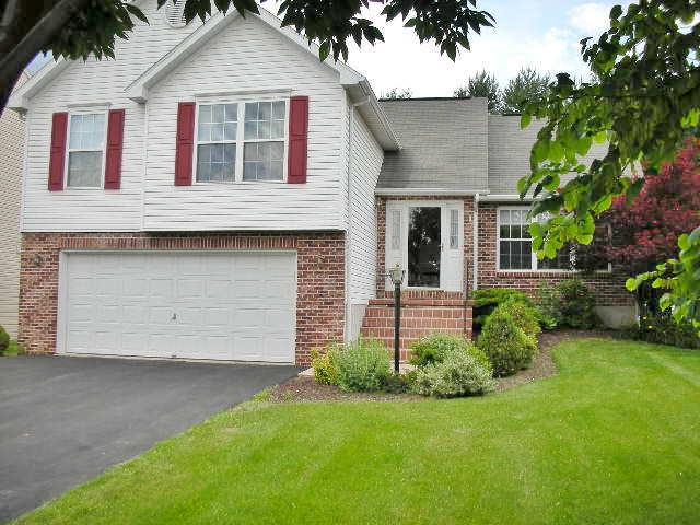 A 3-bedroom house for rent at 727 Linnet Lane in State College, PA.