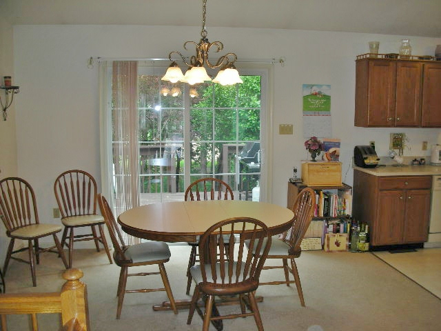 Dining photo at 727 Linnet Lane.