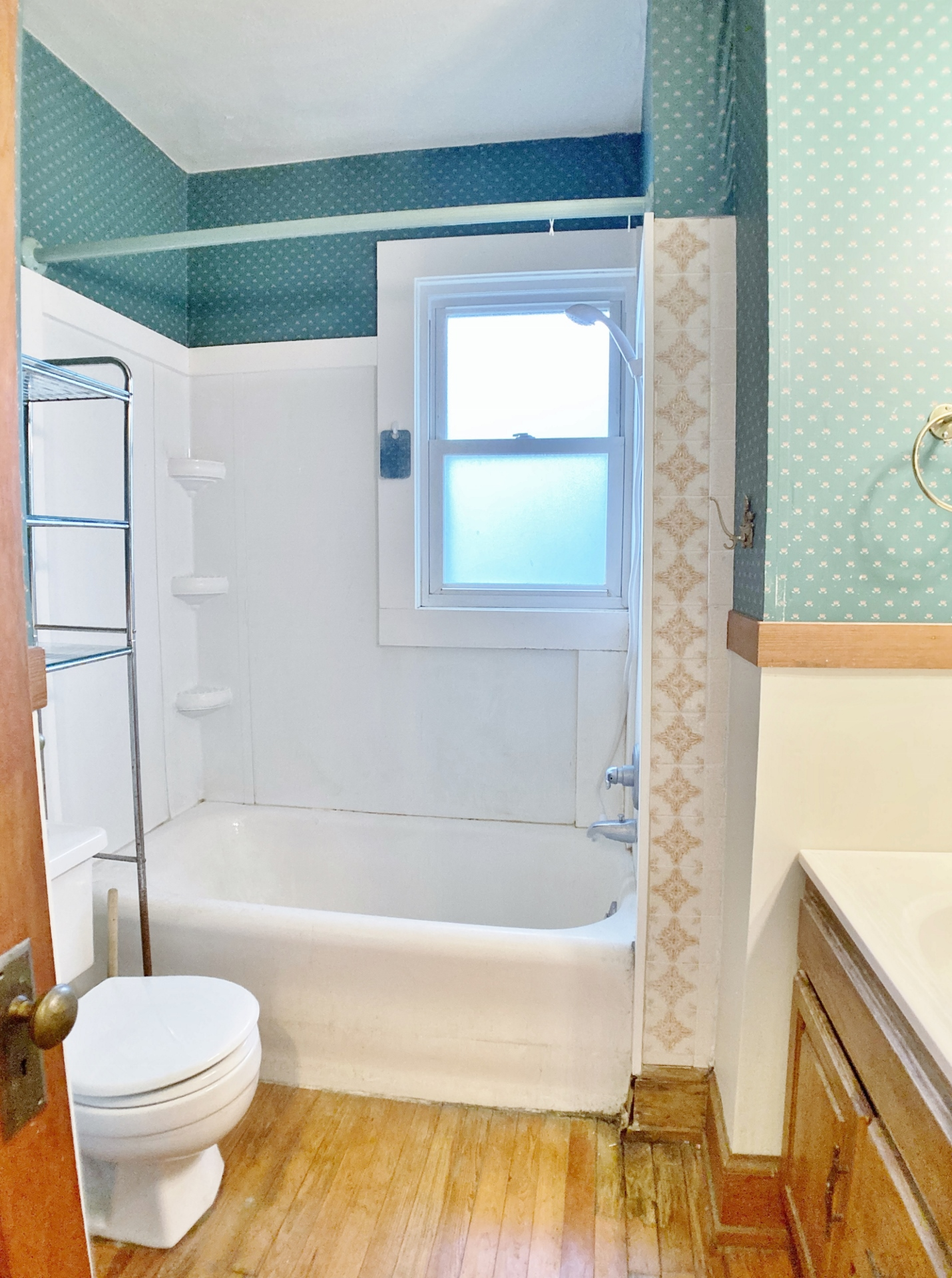 927 W. Beaver Avenue Full Bathroom #1